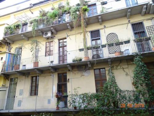 dormoatorino-barbablu-vista-balconi-fiori